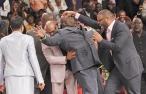 tyler-perry-laying-hand-on-td-jakes